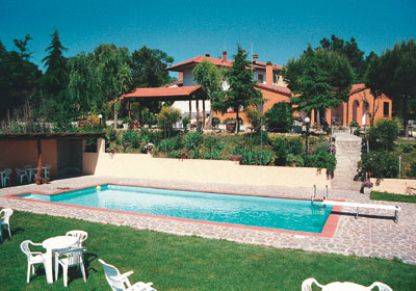 Low price farmhouse apartments in Italy with shared pool
