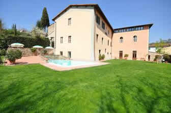 Palazzo A Greve, group of apartments with pool just a few hundred metres from centre of Greve in Chiantii