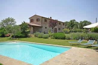 Poggio Del Sole, villa sleeping 8 with fenced pool, near Cortona
