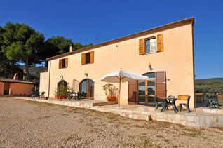 Talamone, farmhouse with 4 aparments 1 km from beach.