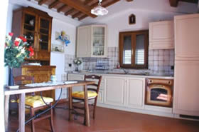 Kitchen-diner at Il Nido del Cu Cu. 1 bedroom villa with private pool, Tuscany