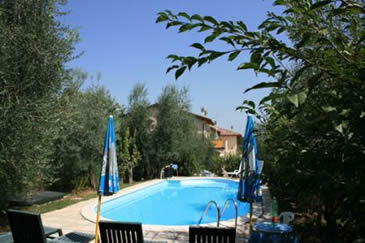 Casa Fanfulla, 2 apartments with a pool. Walk to village with shops and restaurant