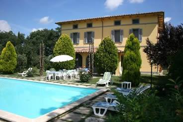 Poggio Falcone, villa with private pool, slps 16 overlooking Lake Chiusi