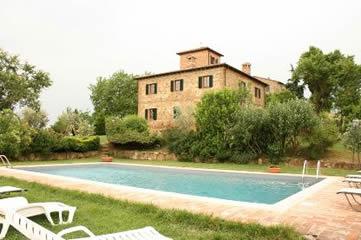 Poggiarone, Villa sleeps 16 with private pool near Montepulciano, Tuscany