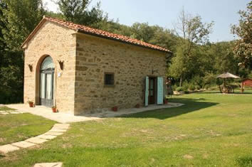 La Casa di Pino, sleeps 4 with private pool and aircon