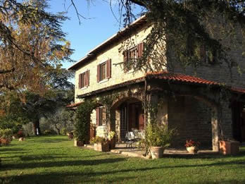 Casale Ai Cedri. Villa, sleep 10, private pool in walking distance of village
