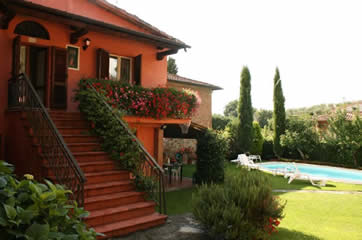 Casa Rosada, walk to town of Lucignano