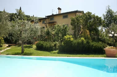 Villa degli Olivi, walk to town, priate pool, sleeps 15, tuscany