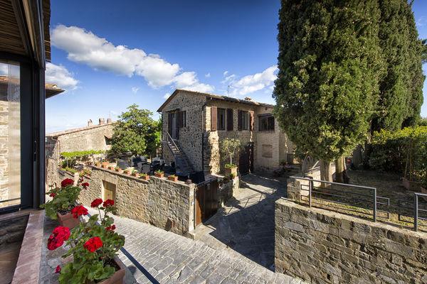 Villa Piazza della Fortezza, private pool, in centre of Montalcino