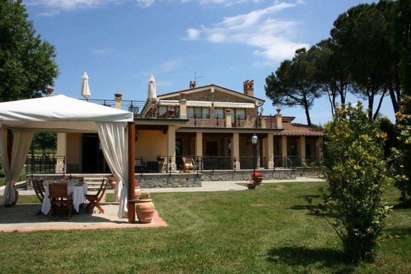Villa sleeps 14, private pool, walk to town