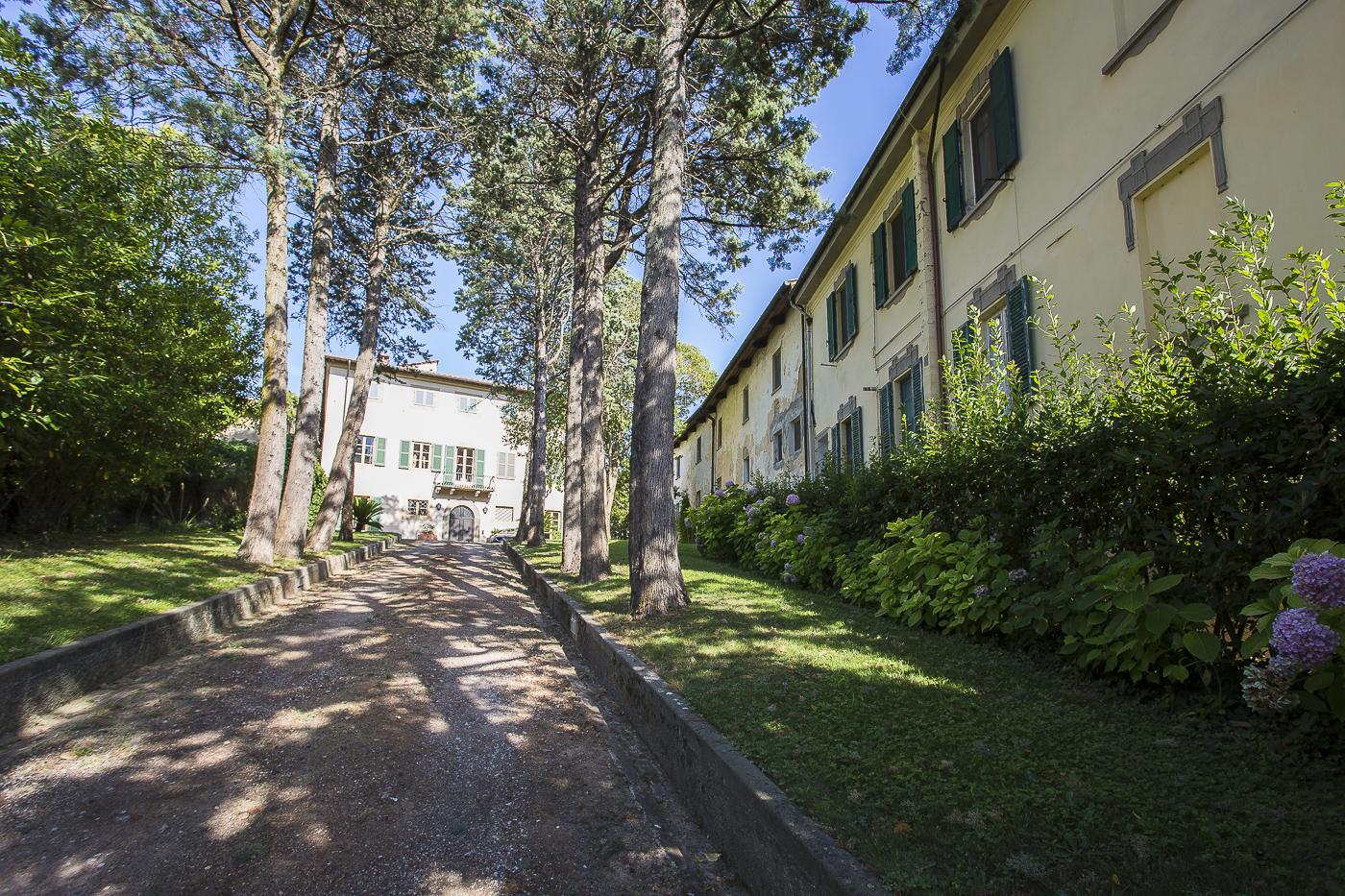 Borgo Cevoli independent villa sleeps 27 private pool