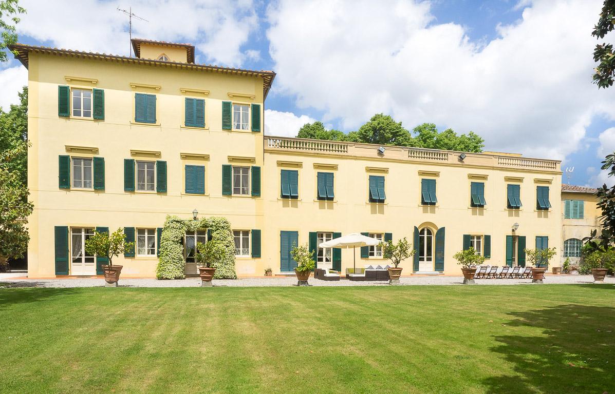 Villa Ravano near Pisa. Sleeps up to 35, private pool, walk to town.