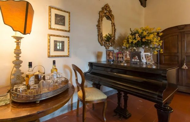 Villa Cevoli: Functioning piano and whisky bar
