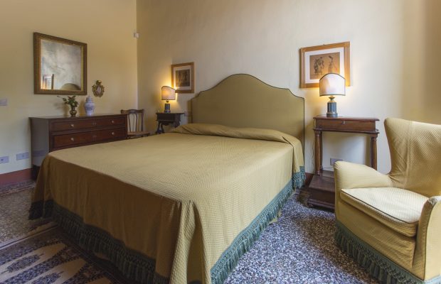 Villa La Cittadella: Bedroom with private detached bathroom