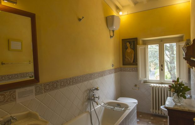 Villa La Cittadella: Shared bathroom for Blue Triple and Green Double bedrooms