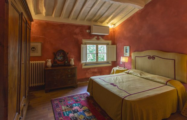 Villa La Cittadella : Bedroom with private detached bathroom