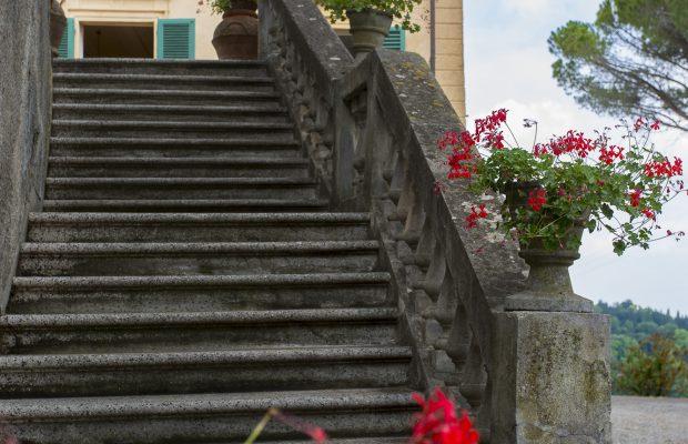 Villa La Cittadella: Staircase to dining terrace