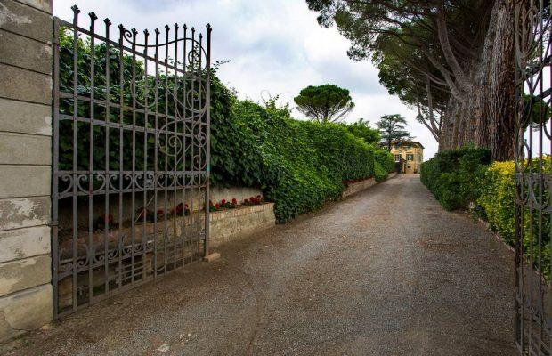 Villa La Cittadella: main gate
