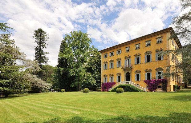 Villa Scerni: between Lucca & Pisa. Village of Asciano Pisano with shops, bars and restaurants in walking distance.