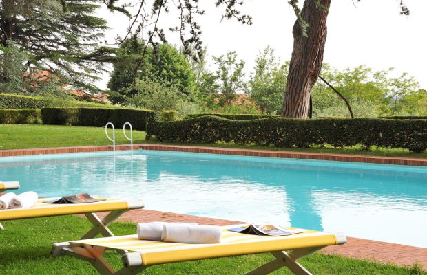 Villa Lungomonte : the pool is set 50 metres / yards from the villa across level lawns