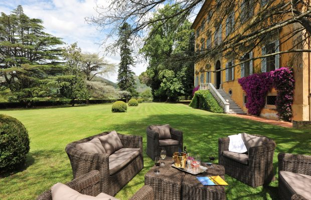 Villa Lungomonte: relax in the lawned grounds