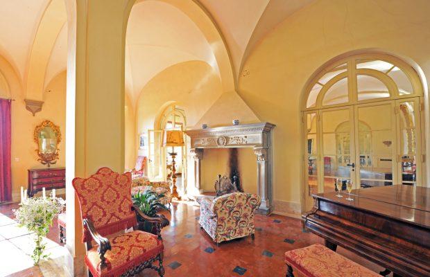 Villa Scerni: plenty of places to sit on the ground floor