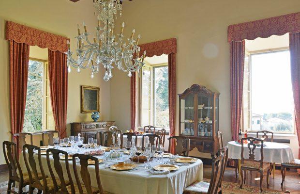 Villa Scerni: elegant indoor dining