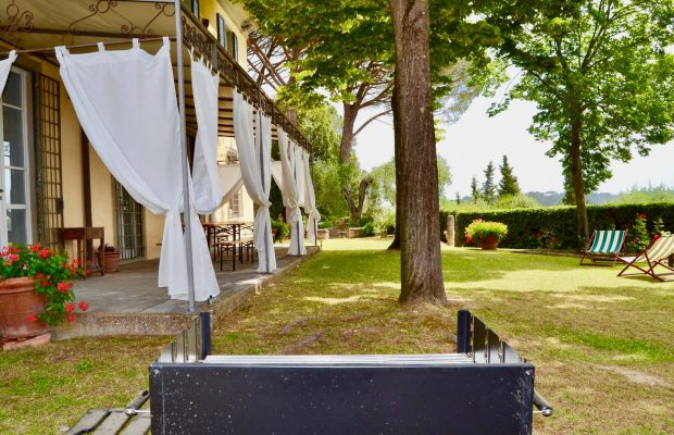 Villa Guardavalle: Patio & BBQ for outdoor meals