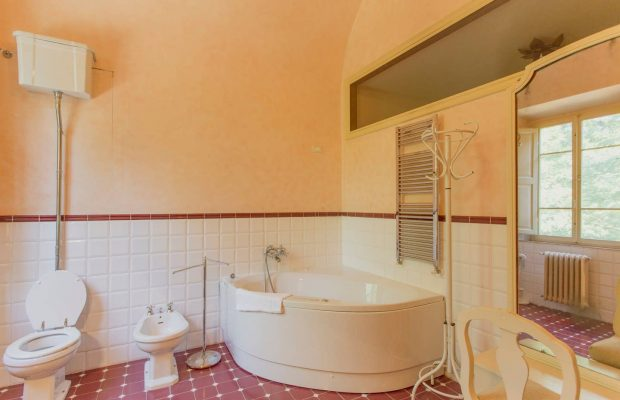Shared bathroom Villa Ravano