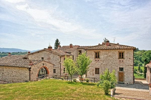 Le Fonti sleeps 49 walk to town. Ideal for groups / weddings